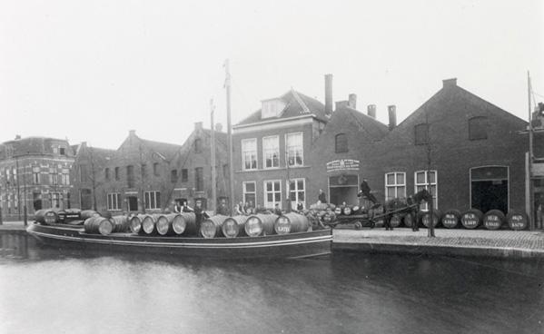 De oude fabriek van Harteveld distilleerderij, nu het kantoor van Dekbedden.com